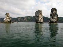 3 утеса брата, залив Avacha, Камчатка стоковая фотография
