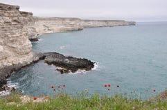 Утесистый берег на крымском побережье Стоковая Фотография