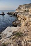 Утесистый берег на крымском побережье Стоковое Изображение