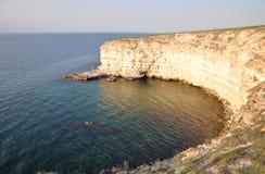 Утесистый берег на крымском побережье Стоковые Фотографии RF