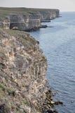 Утесистый берег на крымском побережье Стоковые Изображения RF