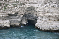 Утесистый берег на крымском побережье Стоковое Изображение RF