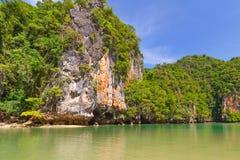 Утесистый пейзаж национального парка Phang Nga Стоковое Изображение RF
