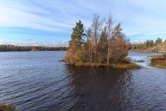 Утесистый свободный полет озера осени Стоковые Изображения RF