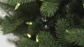 Утеска и собрание рождественской елки регулируя света акции видеоматериалы