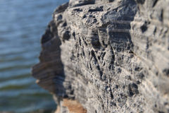 Утесы берега озера Стоковые Изображения