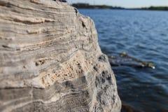 Утесы берега озера Стоковая Фотография RF