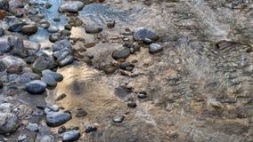 Утесы, вода и зима стоковое изображение rf