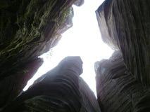 Утесы в лесе Стоковое Фото