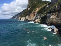 Утесы в итальянском море Стоковые Фотографии RF
