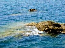 Утесы в море Qingdao стоковые фото