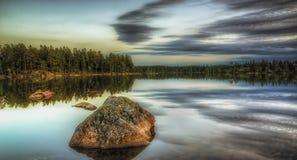 Утесы в озере Стоковая Фотография