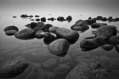 Утесы в озере Стоковые Изображения RF