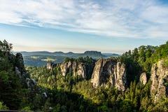 утесы в saxon Швейцарии на восходе солнца, Германии стоковое изображение