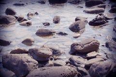 Утесы и гонт, вода и морские моменты 1 Стоковое фото RF