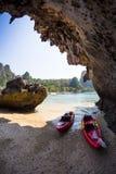 Утесы и море в Krabi Thsiland Стоковые Изображения