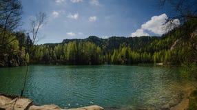Утесы и озеро Adrspach Стоковые Изображения RF