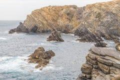 Утесы и скалы в Zambujeira повреждают Стоковое Изображение RF