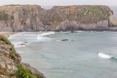 Утесы и скалы в Zambujeira повреждают Стоковое фото RF