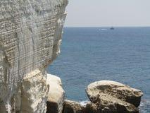 Утесы и скалы камней на море в Rosh Hanikra Израиле Стоковые Фото