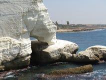 Утесы и скалы камней на море в Rosh Hanikra Израиле Стоковая Фотография RF