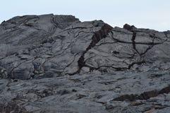 Утесы лавы рядом с извергать вулкан Стоковые Фото
