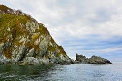 Утесы моря в море Японии Остров стоковое изображение rf