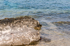Утесы на береге Стоковые Фотографии RF