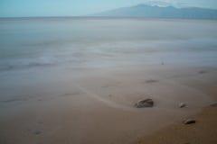 Утесы на гаваиском пляже Стоковая Фотография