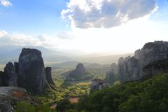 Утесы на которых монастыри Meteora стоковые изображения