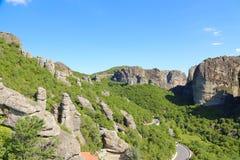 Утесы на которых монастыри Meteora стоковые фото