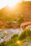 Утесы на море в Черногории Пляж скалистого побережья одичалый Dangero Стоковые Изображения RF