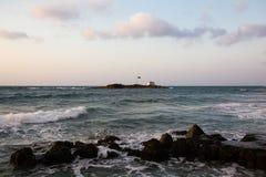 Утесы на побережье Эгейского моря в Malia, Крите, Греции стоковая фотография rf