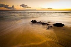 Утесы на пляже на сумерк Стоковая Фотография