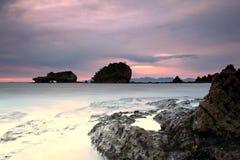 Утесы на пляже Стоковое фото RF