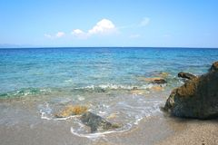 Утесы на пляже Стоковые Изображения