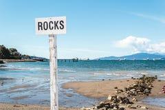 Утесы на пляже Kitsilano в Ванкувере, Канаде Стоковое фото RF