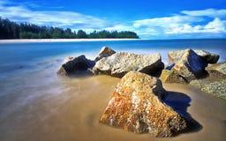 Утесы на пляже Kuala Ibai Стоковое фото RF
