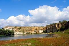 Утесы на реке Стоковое Фото