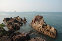 Утесы на Koh Chang Таиланде Стоковые Изображения RF