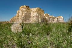 Утесы памятника, Канзас Национальный естественный ориентир ориентир стоковые изображения rf