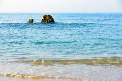 Утесы побережья Вьетнама моря южного Китая стоковые фотографии rf