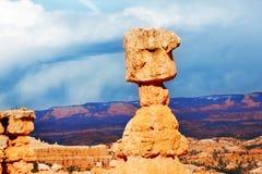 Утесы подвергли действию к действию размывания на каньоне Bryce Стоковые Изображения