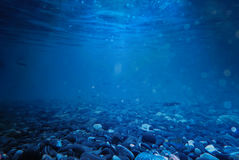 Утесы под морем развевают вода в тайском предпосылка с сериями o Стоковое Фото