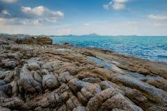 Утесы с морем Стоковые Изображения RF