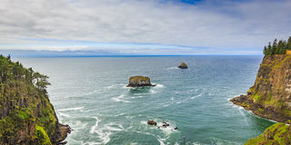 Утесы с побережья Орегона Стоковое Изображение