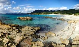 утесы piscinni пляжа Стоковое Изображение RF