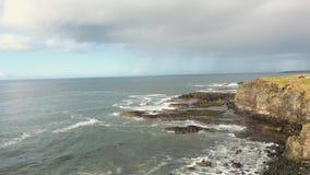 Утесы Portstewart на побережье Атлантическом океане антриме Северной Ирландии видеоматериал
