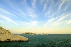 утесы t марселя среднеземноморские близкие стоковое изображение rf