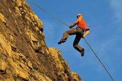 утес альпиниста скача Стоковая Фотография RF